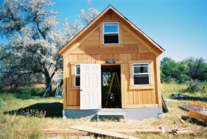 LaMar Alexander built this tiny house in two weeks for $2,000.