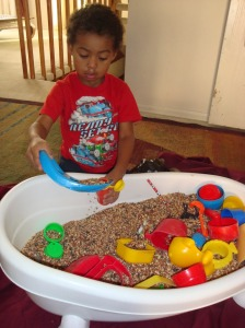 Heuristic-play-indoor-rice-tub-picture