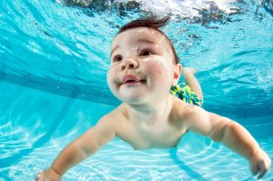 Infant-Swimming-15look_littlenemos-slide-a7sz-superjumbo