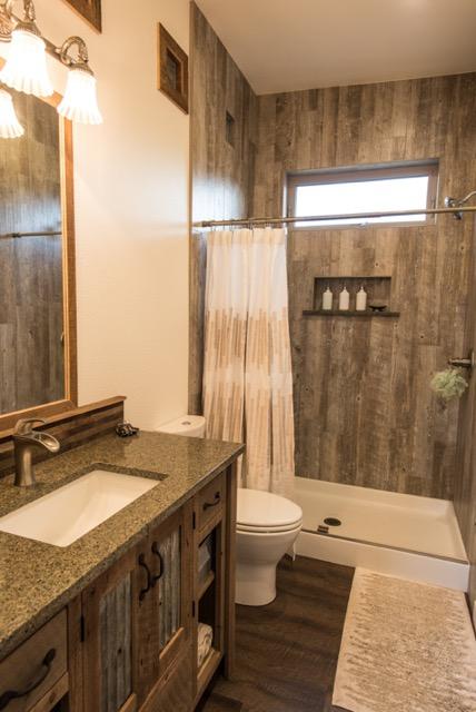 Tiny-House-Orcahrd-Bathroom-IDEABOX