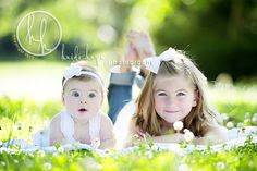 Outdoor-Siblings-Blanket-Grass