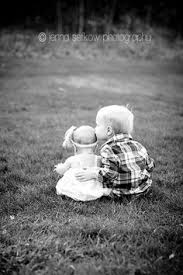 Outdoor-Siblings-Toddler-Kiss-Infant