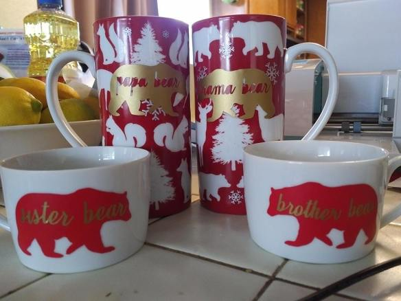 Family holiday mug set bears Cricut 631 vinyl